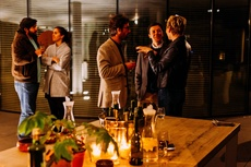 The Art of Small Talk at Glamourous Networking Events